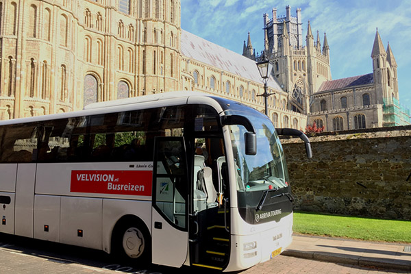 Ely Cathedral met Velvision bus